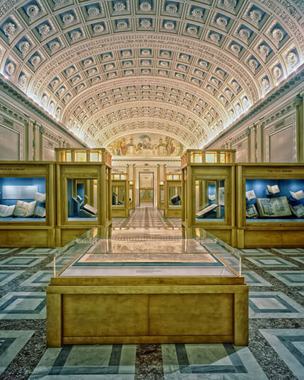 Glasvitrinen aus Sicherheitsglas für ein Museum oder eine Galerie und für wertvolle Exponate